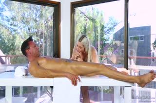 Телка легко согласилась на порно в массажном кабинете №2290