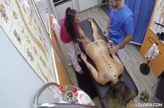 Телка легко согласилась на порно в массажном кабинете №2780
