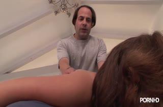 Телка легко согласилась на порно в массажном кабинете №2795