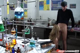 Симпатичная студентка любит крепкие пенисы №3388