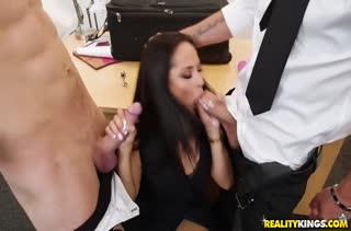 Секс после работы в кабинете №2329 смотреть