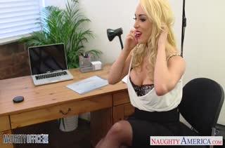 Секс после работы в кабинете №2925 смотреть