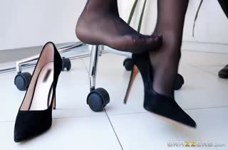 Секс после работы в кабинете №2928 смотреть
