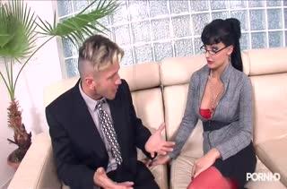 Секс после работы в кабинете №3465 смотреть