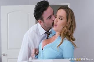 Секс после работы в кабинете №3466 смотреть