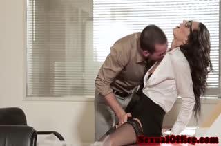 Секс после работы в кабинете №3473 смотреть