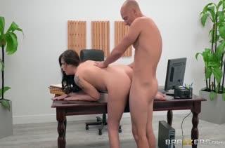 Секс после работы в кабинете №3480 смотреть