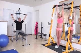 Порно видео с аппетитными спортсменками №2088
