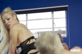 Милая девушка в чулочках легко напросилась на секс №3413