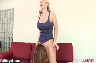 Сочное жесткое порно видео для телефона №3051